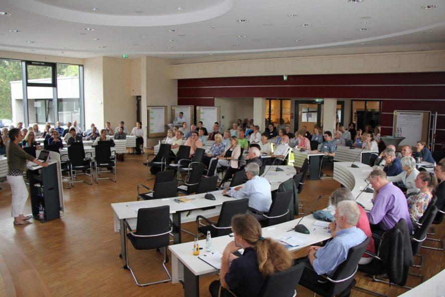 Landkreis Marburg-Biedenkopf, großer Sitzungssaal, Vortragsteilnehmer Nachhaltigkeit