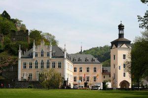 Das Schloss Sayn am Ortseingang von Sayn, einem Stadtteil von Bendorf im Landkreis Mayen-Koblenz