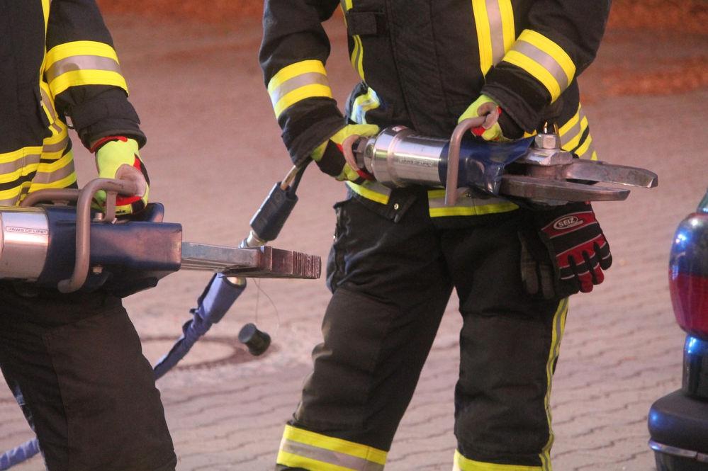 Feuerwehr mit hydraulischem Spreizgerät