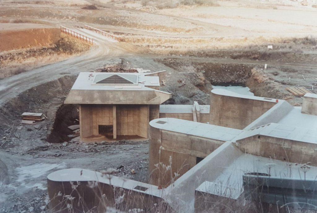 Die Möglichkeit des nachträglichen Einbaus einer Wasserkraftanlage wurde beim Bau berücksichtigt. Hier die Arbeiten dazu.
