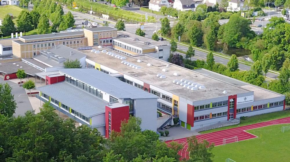 Luftaufnahme Schulgebäude. WvO-Schule Dillenburg.