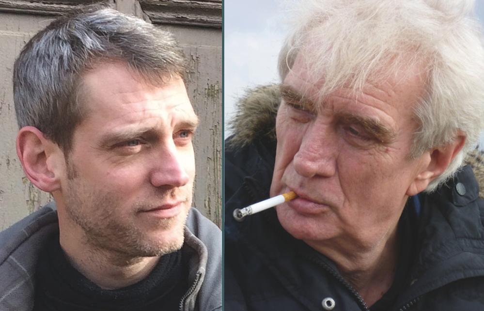 Ein Mann um die 40, ein rauchender Mann um die 60. Es handelt sich um Mense und Ebermann, die im Kulturzentrum auftreten werden.