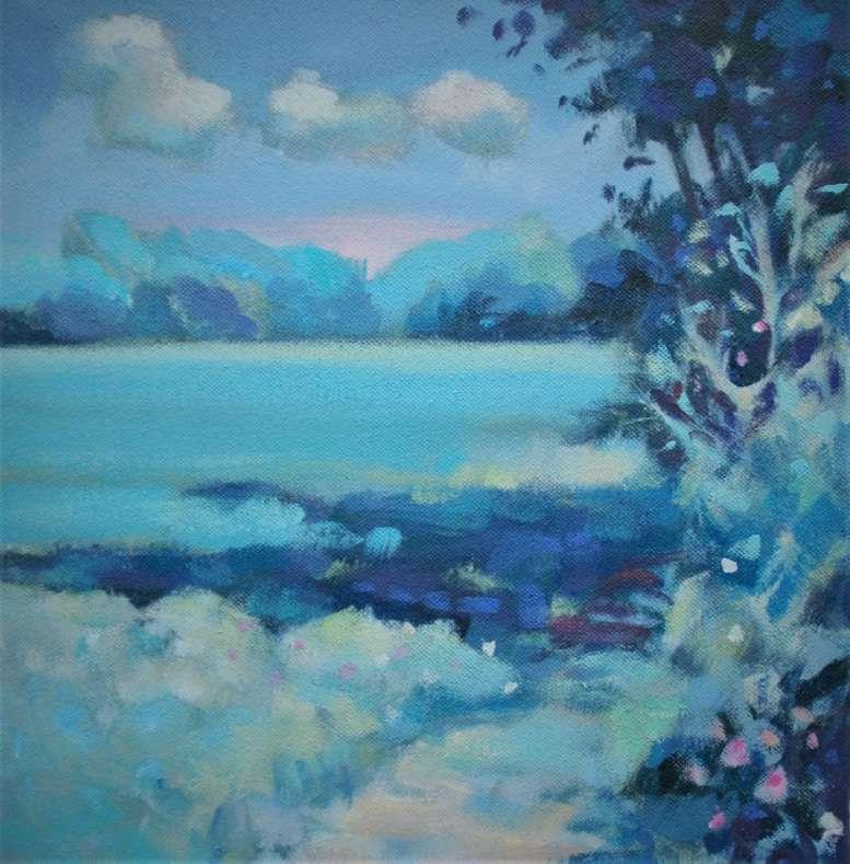 Wiese, Himmel und Bäume in Blau-/Grüntönen