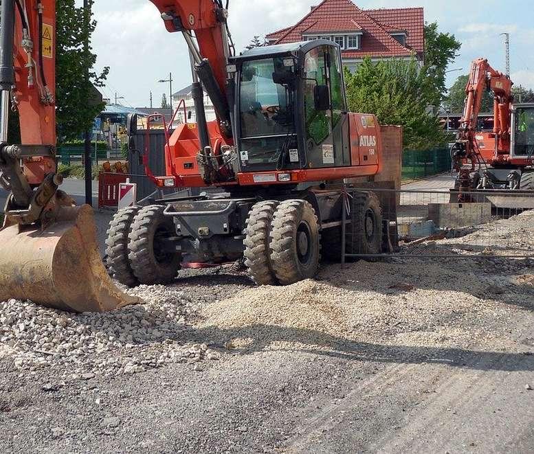 Bagger beim Straßenbau