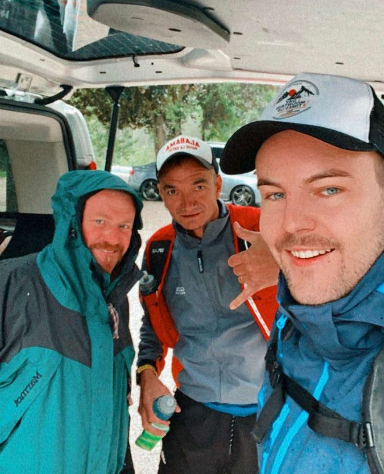 3 Männer vor der Bergbesteigung