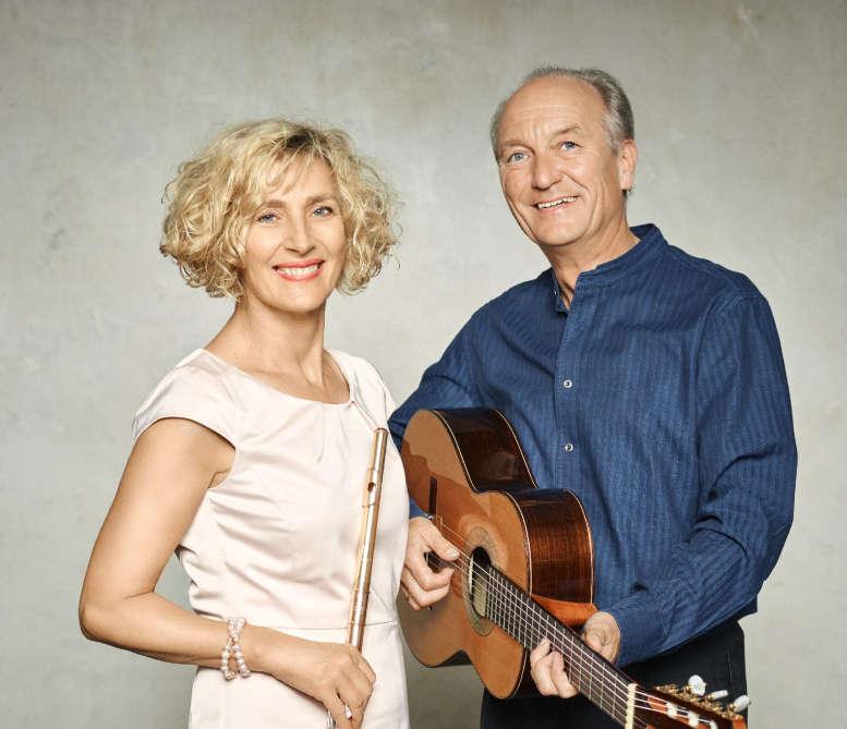 Frau mit Querflöte, Mann mit Gitarre