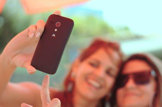 2 Mädels machen ein Selfie