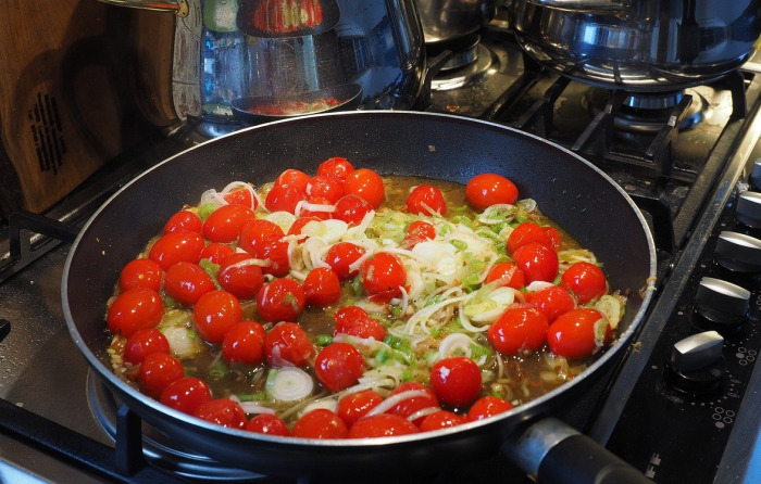 Gemüsepfanne auf dem Herd