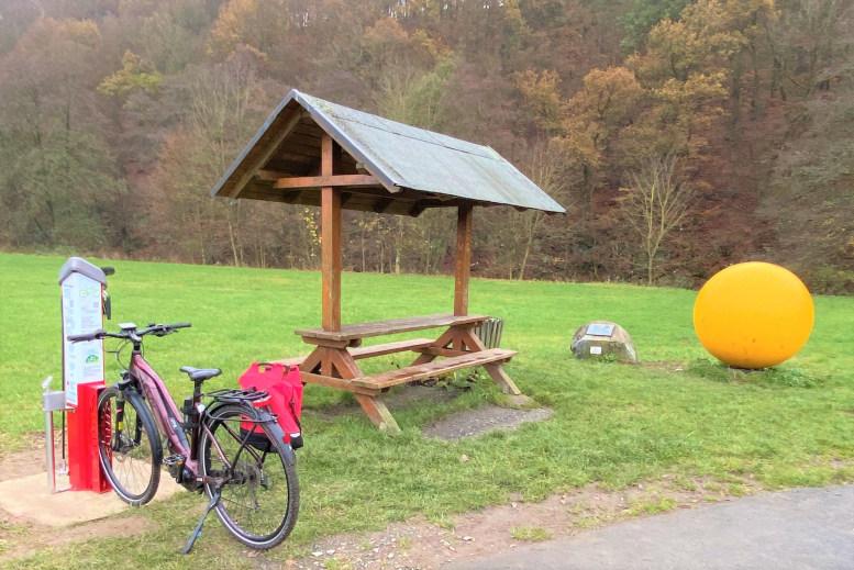 Reifen-Rad-Station am Planegenlehrpfad