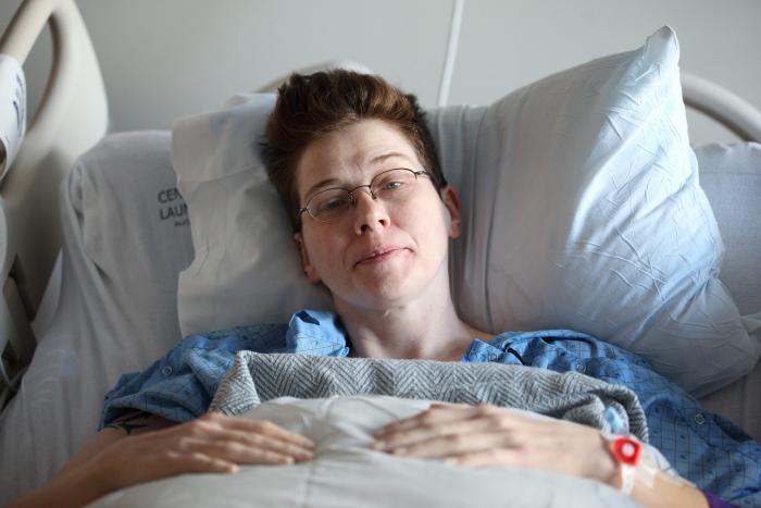 Patientin im Krankenhausbett