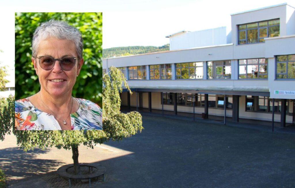Schule mit Schulhof und eingeklinktem Foto der Lehrerin