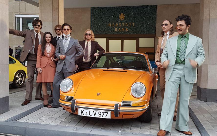 """Film """"Goldjungs"""" mit Marie Breuer (Michelle Barthel) und einem Porsche 911"""
