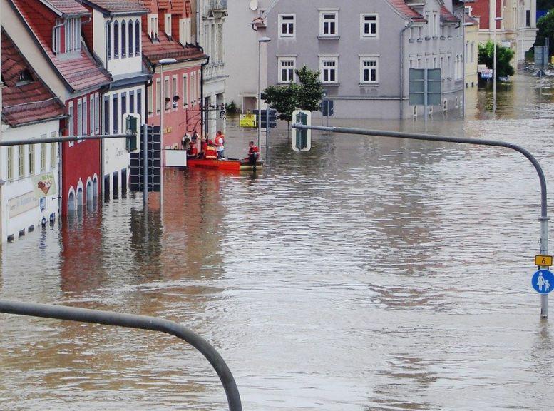 Hochwasser in Straßen einer Stadt