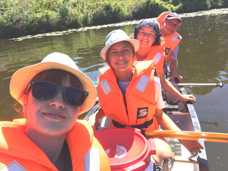 Mädels im Kanu