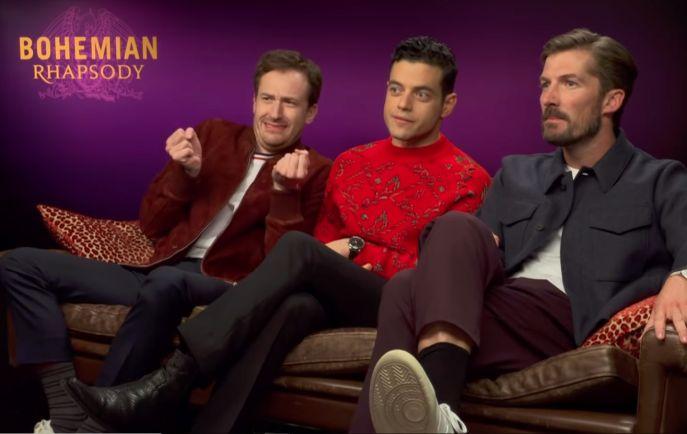 3 Männer auf einem Sofa