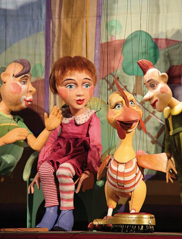 3 Marionettenfiguren und eine Tiermarionette