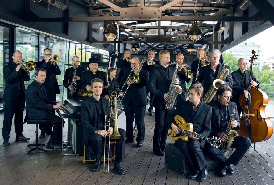 Die hr Bigband - Mitglieder mit Instrumenten
