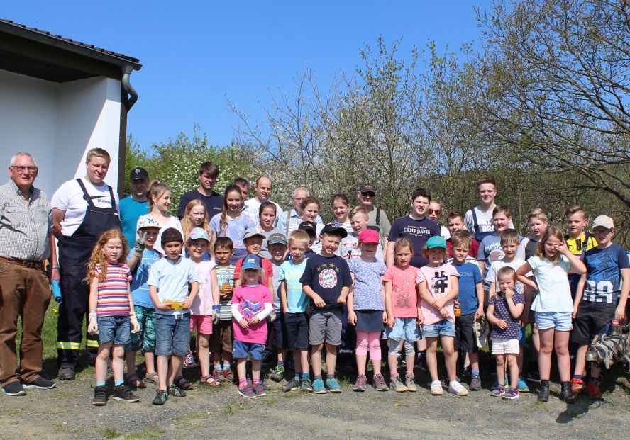Kindergruppe und 6 Erwachsene