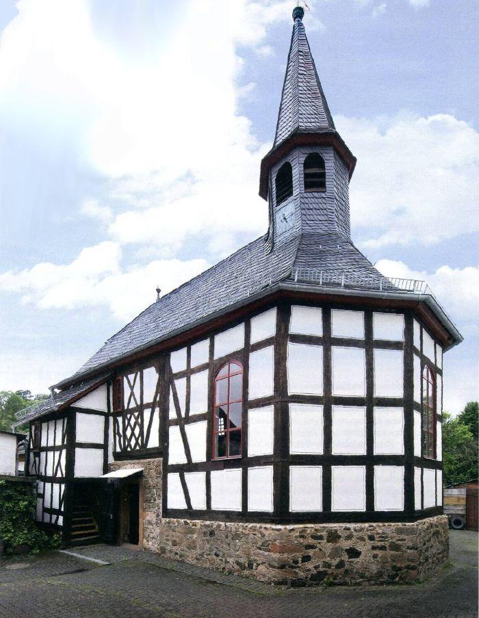 Kleine Fachwerk-Kirche